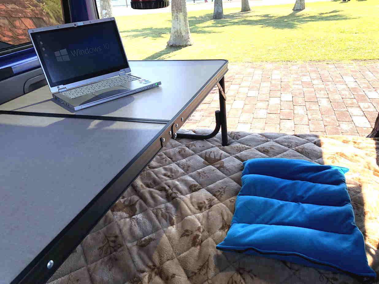 3 折り畳み式テーブル